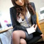 スーツ姿のOL美人